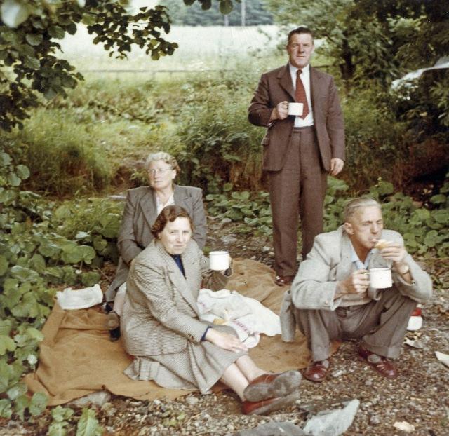 scots-adult-picnic